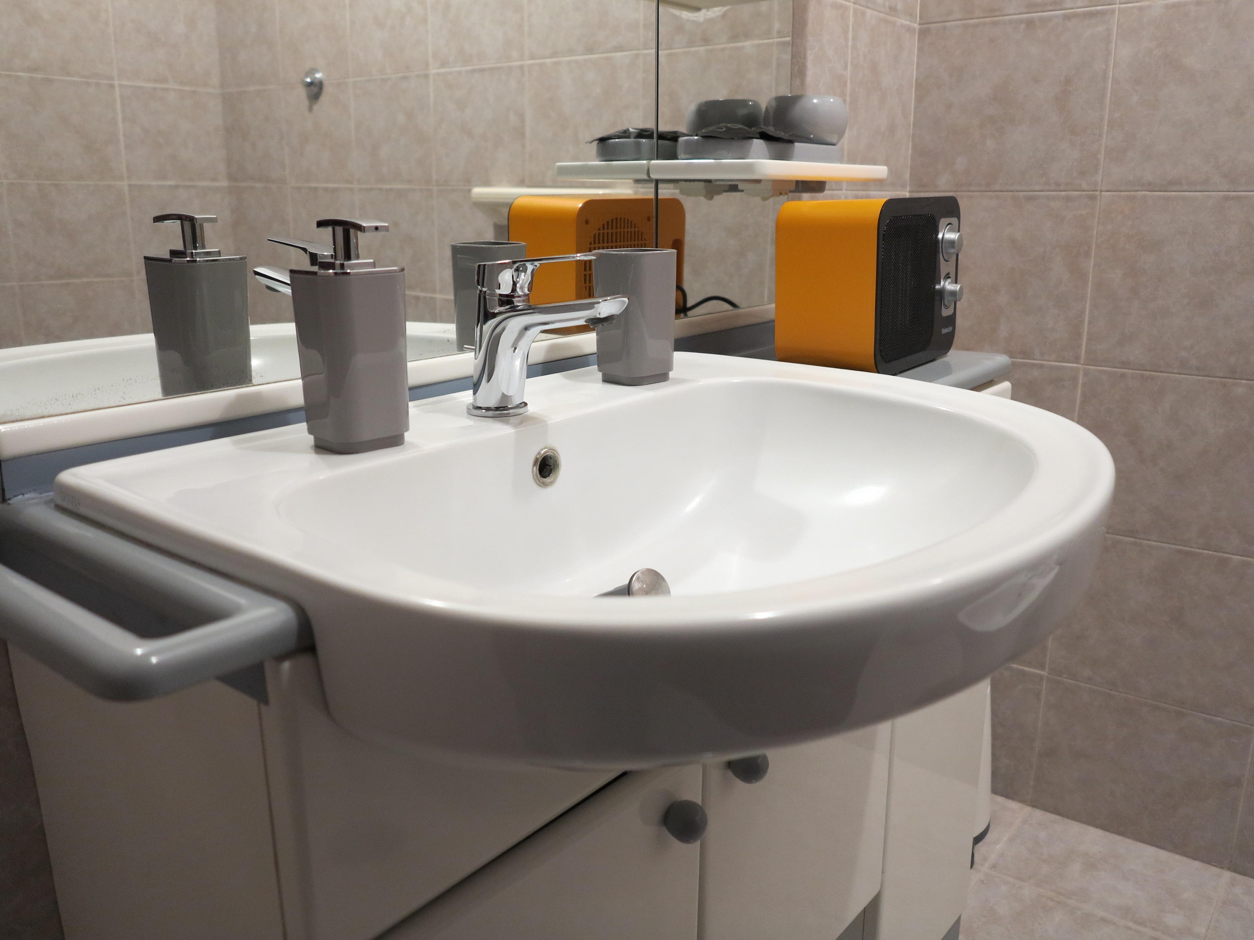 lavandino specchio caldobagno accessori mobile bagno