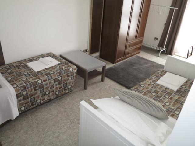 2 letti singoli camera singola doppia bagno ingresso indipendente BiancoCancello