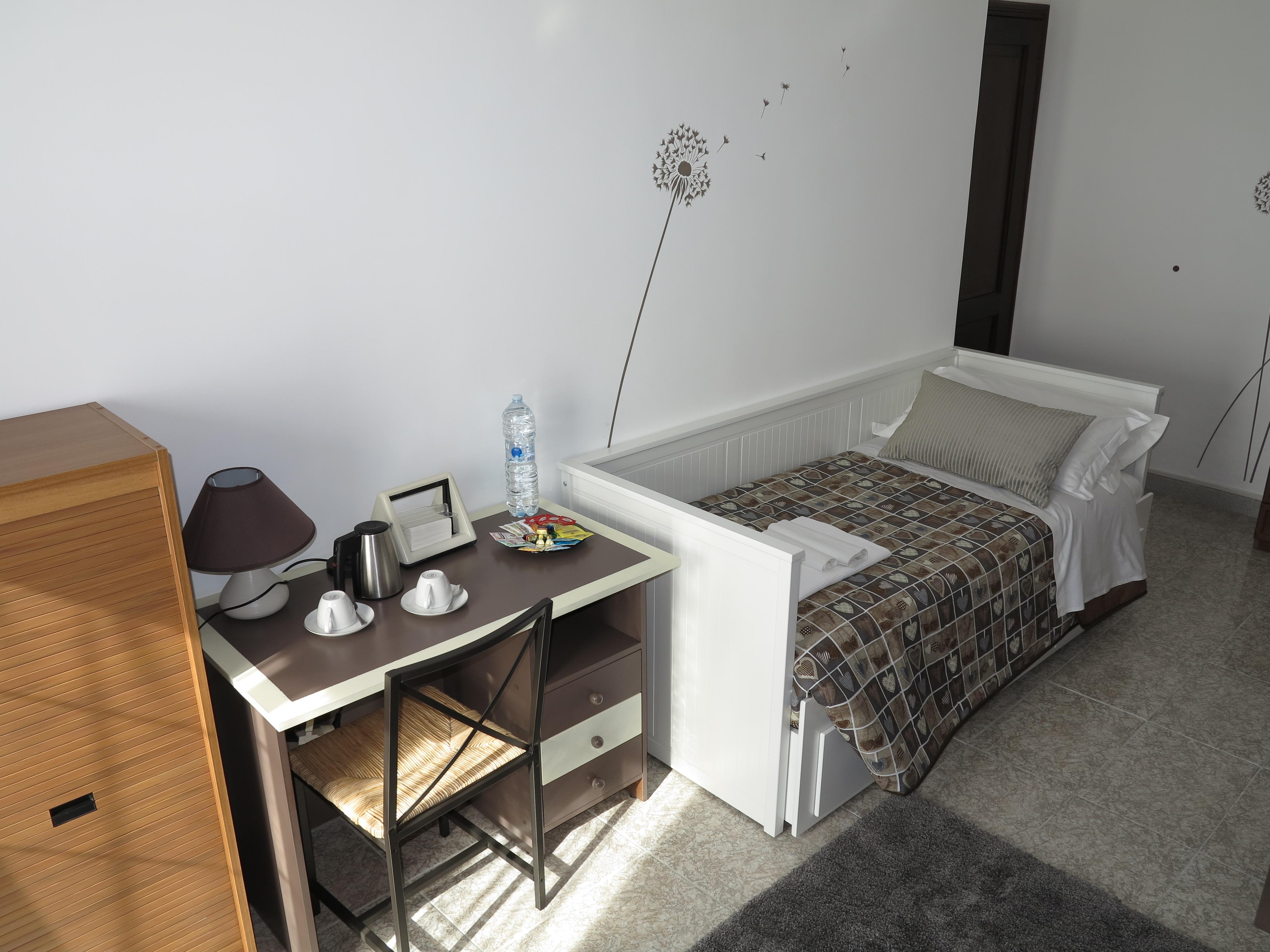 Divano letto trasformabile matrimoniale ikea scrivania angolo studio stanza Maria biancocancello camera singola doppia bagno ingresso indipendente